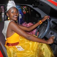 Bizzu in her prize car.