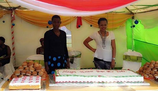 Zuena makes cakes