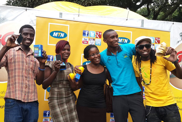 MTN's Susan Kayemba (C), musician Rabadaba (R) and winners of phones