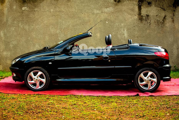 Convertible Peugeot 207 Photo by Isaac Ssejjombwe