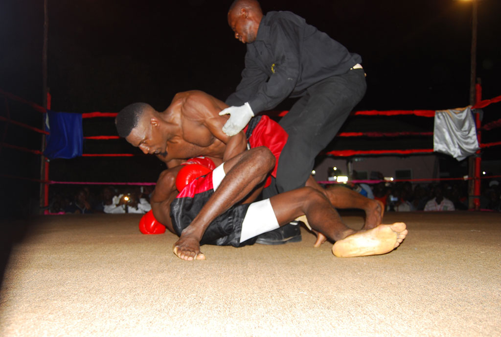 Golola-holds-Mbata-firmly-on-the-ground-during-the-fight-at-Agip-Motel-Mbarara-on-sunday-morning.PHOTO-BY-FELIX-AINEBYOONA