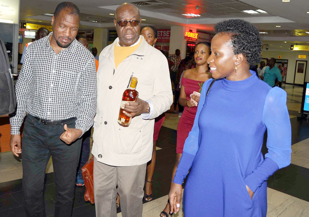 Cameroonian Jazz Legend Manu Dibango is received at Entebbe Airport by musician Isaiah Katumwa(L) and Head of UBL's Luxury Portfolio manager Annette Nakiyaga(R)on Saturday night. 84-year-old Dibango is here to perform tonight (Monday April 30) at the International Jazz Day concert at the Kampala Serena Hotel that will also pay tribute to fallen legend Hugh Masekela. South Africa's Siphokazi will also perform at the show.