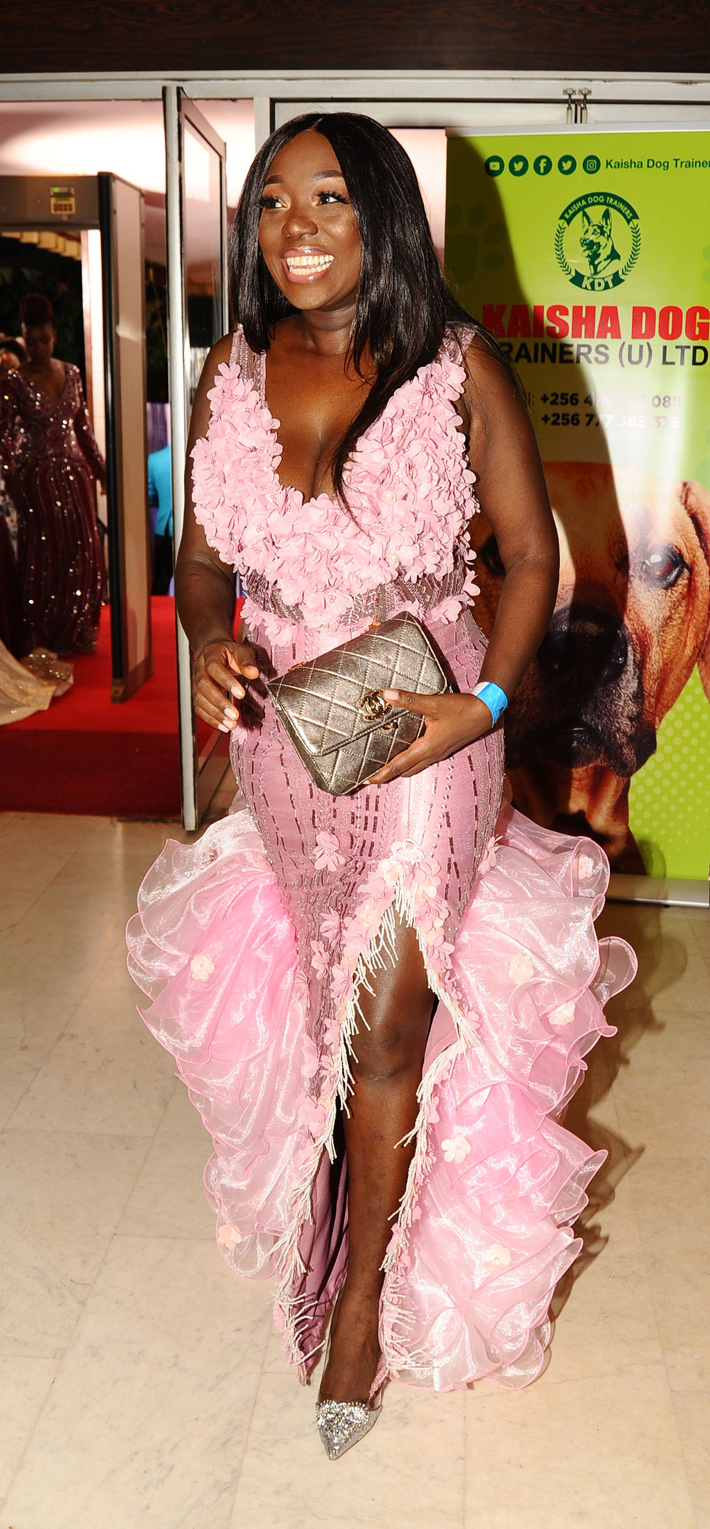 SKP as she sizzles in her pink number